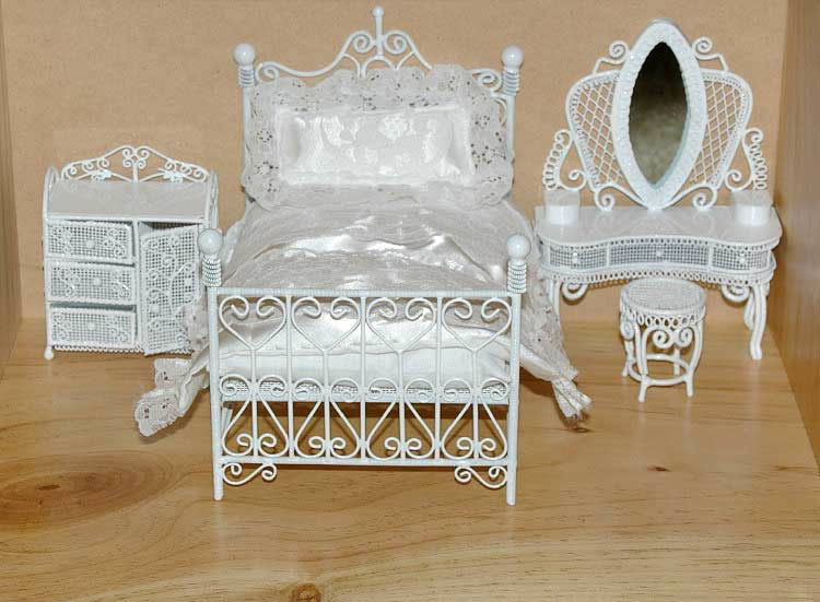 White wire bedroom set complete with covers