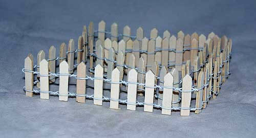 Raw wood fencing, 1m x 4h cm