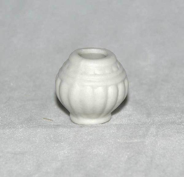 White pot, round