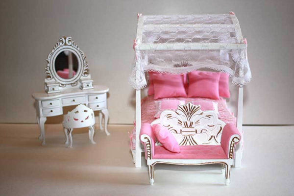 White  gold scroll design  3  pce bedroom set only
