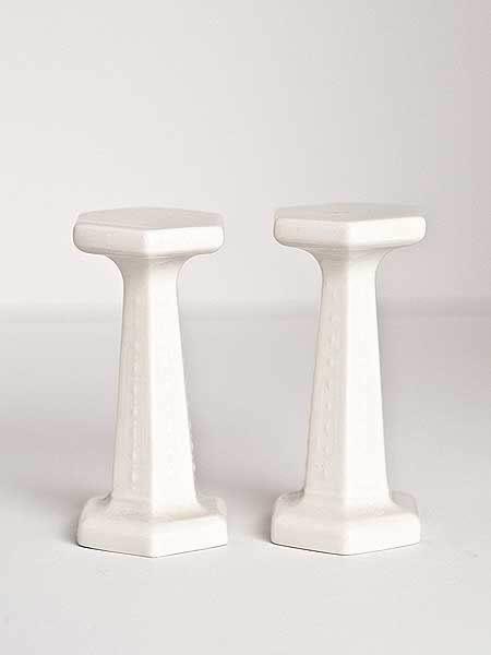 Set of 2 porcelain columns