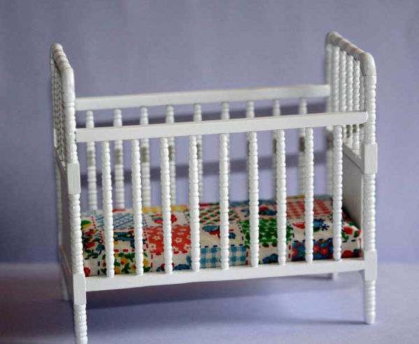 White spindle rail cot
