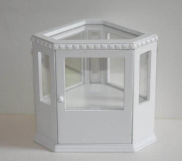 White timber corner counter