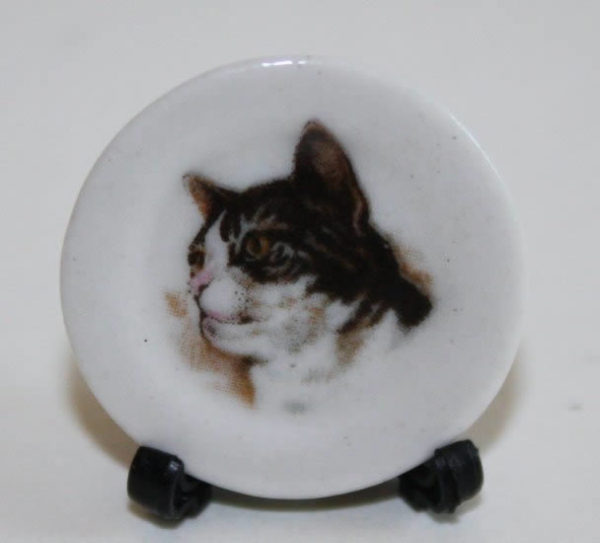 Black and white cats head plate