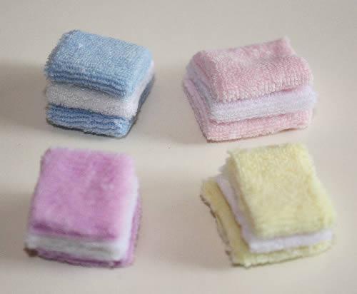 Set 4 assorted coloured  towels