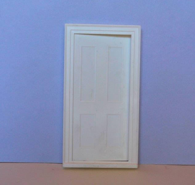 White plastic 4 panel door 1:24