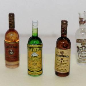 Set of 4 spirit bottles