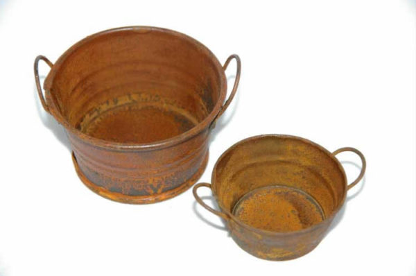 Rusty small  round wide tub